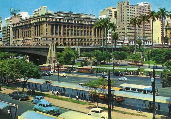 Centro de São Paulo dos anos 70 retratado em uma fascinante galeria